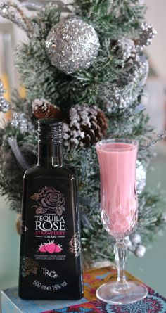 Tequila Rose is a unique blend of strawberry and cream flavour liqueur combined with tequila, and a drink that I have enjoyed at parties and at home for over 15 years, as it is also available in Kenya. Tequila Rose, Strawberry Tequila, Tequila Drinks, Liquor Drinks, Pink Drinks, Beverages, Strawberry Milkshake, Party Drinks, Cocktail Drinks