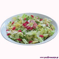 sommerlicher, leichter Nudelsalat mit Schleifchennudeln vegetarisch