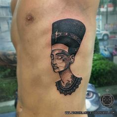 What does queen nefertiti tattoo mean? We have queen nefertiti tattoo ideas, designs, symbolism and we explain the meaning behind the tattoo. Dream Tattoos, Future Tattoos, Body Art Tattoos, Sleeve Tattoos, Tattoos For Guys, Egyptian Queen Tattoos, Egyptian Tattoo, Design Tattoo, Tattoo Designs