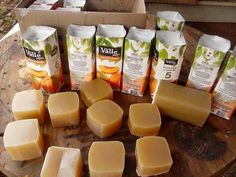 """Thumb Sabão de Álcool do tempo da Vovó!!""""APRENDA A FAZER Natural Cleaning Recipes, Natural Cleaning Products, Home Health, Home Made Soap, Handmade Soaps, Diy Soaps, Soap Making, Food And Drink, Herbs"""