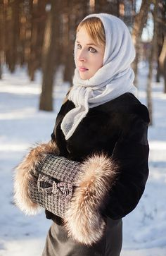 À la russe. Muff – Tasha Drugakova, mohair shawl – Ton-in-ton - The Russian Style - Fashion - Moda - Mode Russian Beauty, Russian Fashion, Russian Style, High Street Fashion, Jacket Style, Fur Jacket, Fox Hat, Winter Stil, Fur Accessories