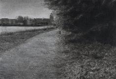 Pad langs het water   Renie Spoelstra. De fascinatie voor recreatiegebieden begon in Spoelstra's jeugd, toen ze zich ervan bewust werd dat deze gebieden zich aanpasten aan haar stemming en nauwelijks betekenis op zichzelf hebben. Ze vertegenwoordigen een nietszeggende leegte waar veel op los te laten is. Het romantische landschap is dan ook nooit ver weg in Spoelstra's oeuvre. De schoonheid van het desolate geeft een onheilspellend gevoel. Country Roads, Drawings, Sketches, Drawing, Portrait, Draw, Grimm, Illustrations