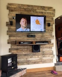 Cool DIY Wooden Pallet TV Console Ideas for your project – Eingangshalle - Diy Furniture Rack Pallet, Pallet Tv, Pallet Walls, Wooden Pallet Projects, Wooden Pallet Furniture, Pallet Crafts, Wood Pallets, Diy Furniture, Pallet Ideas