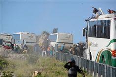 Detienen a unos 15 estudiantes de Ayotzinapa en enfrentamiento con policías  http://www.elperiodicodeutah.com/2015/11/noticias/internacionales/detienen-a-unos-15-estudiantes-de-ayotzinapa-en-enfrentamiento-con-policias/