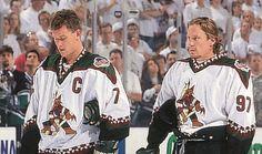 Tkachuk & Roenick. #Coyotes Coyotes Hockey, Phoenix Coyotes, Arizona Coyotes, Hockey Stuff, Nhl, Athlete, The Incredibles, History, Sweet