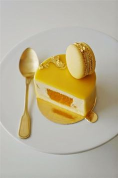 Cakelets and Doilies: Mango Bliss ~ recipe Gourmet Desserts, Sweet Desserts, Plated Desserts, Just Desserts, Sweet Recipes, Delicious Desserts, Dessert Recipes, Mini Cakes, Cupcake Cakes