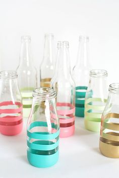 DIY Painted Bottles Upcycle glass bottles into vases with spray paint Starbucks Glass Bottles, Frappuccino Bottles, Bottle Painting, Bottle Art, Diy Painting, Spray Painted Bottles, Spray Bottle, Water Bottle, Wine Bottles