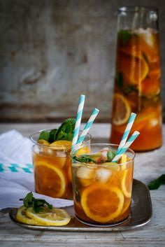 Rooibos peach tea punch The Gut-Healing Green Juice That Kat Tanita Swears By – 16 Best Summer Punch Recipes - Camille Styles Refreshing Summer Cocktails, Tea Cocktails, Summer Drinks, Fun Drinks, Cocktail Recipes, Beverages, Summer Punch Recipes, Barbecue Party, Tea Recipes