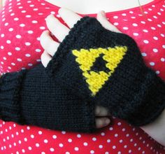Triforce Legend of Zelda knit fingerless Gloves. Need to make these :)