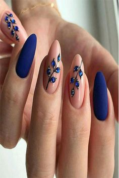 Semi-permanent varnish, false nails, patches: which manicure to choose? - My Nails Nail Art Designs, Nail Polish Designs, Nails Design, Nagellack Trends, Manicure E Pedicure, Nagel Gel, Beautiful Nail Art, Perfect Nails, Blue Nails