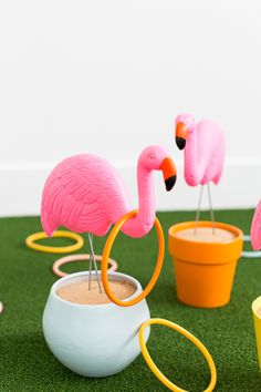 DIY flamingo ring toss yard game. saw these guys painted Orange and Black OSU and thought how fun this game would be then. Bbq Party Games, Bbq Games, Hawaiian Party Games, Games For Graduation Party, Backyard Party Games, Lake Games, Backyard Party Decorations, Luau Centerpieces, Family Party Games