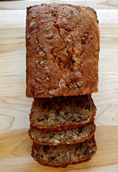 Pat Nixon's Date Nut Bread - still the best! Pat Nixons Date Nut Bread - Frugal Hausfrau Fruit Bread, Dessert Bread, Banana Bread, Bread Recipes, Cake Recipes, Dessert Recipes, Datenut Bread Recipe, Date Nut Loaf Recipe, Recipe Box