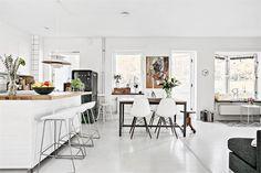 Un appartement familial en blanc et bois - PLANETE DECO a homes world
