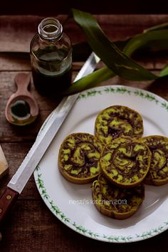 HESTI'S KITCHEN : yummy for your tummy: Bolu Gulung Marmer Pandan Coklat Kitchen Recipes, My Recipes, Sweet Recipes, Cake Recipes, Favorite Recipes, Indonesian Desserts, Indonesian Food, Marmer Cake, Bolu Cake
