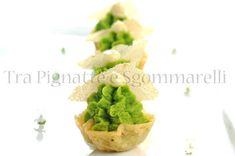Le mie ricette - Mignon di Parmigiano Reggiano, con purè di piselli, maionese d'aglio e sfoglia di cipolla di Tropea | Tra Pignatte e Sgommarelli