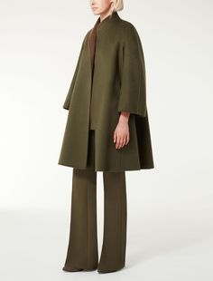 MAXMARA | Reversible coat in double layered, pure, two-toned cashmere. Featuring a slightly flared line on the bottom with kimono sleeves and side pockets. Matching belt | Product name: LAZIO | Product code: 1086065506015 | Colour: Bronzo | €2,600
