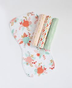 White Floral Set of 4 Baby Burp Cloth - Contoured Burp Cloth - Baby Shower Gift - Baby Girl - Set of Burp Cloths - Floral Burp Cloth