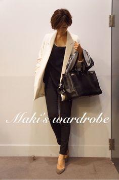 飛びます! の画像|田丸麻紀オフィシャルブログ Powered by Ameba Royal Blue Outfits, Spring Fashion, Autumn Fashion, Fashion Lookbook, Fashion Trends, Smart Outfit, Power Dressing, Fall Pants, Japan Fashion