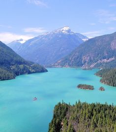 Happy Monday from the dreamy Pacific Northwest.   Yes, the lake is actually that color in summer.