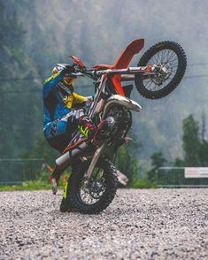 My man @zajcmaster practising his pivot turns on the #KTM  #300exc @xbowlarena #ride100percent