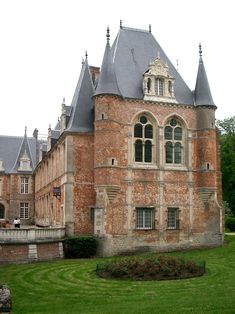 Castle Ruins, Castle House, Palaces, Mansion Plans, Small Castles, Chateau Medieval, Monuments, Medieval Fortress, French Castles