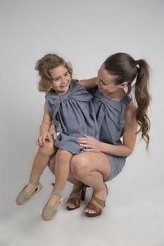 Love Adrienne//Primavera-Verano 17// Spring-Summer 17. Colección #minime Vestido de mujer y niña a juego confeccionado en sarga denim con lazo en el escote.