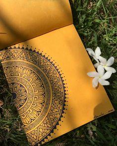 Doodle Art Drawing, Mandala Drawing, Mandala Sketch, Mandala Art Lesson, Mandala Artwork, Dibujos Zentangle Art, Art Painting Gallery, Doodle Art Designs, Art Drawings Sketches Simple