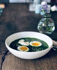Grønkålssuppe - opskrift på sund, grøn suppe med masser af grøntsager Avocado Egg, Broccoli, Breakfast, Ethnic Recipes, Food, Morning Coffee, Essen, Meals, Yemek