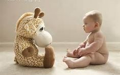 i actually have this giraffe at home ! lol his… cute baby photo ideas 6 months . i actually have this giraffe at home ! lol his name is droopy 🙂 Toddler Photography, Newborn Photography, Photography Ideas, Newborn Pictures, Baby Pictures, Milestone Pictures, Photo Bb, Fotos Baby Shower, 6 Month Pictures
