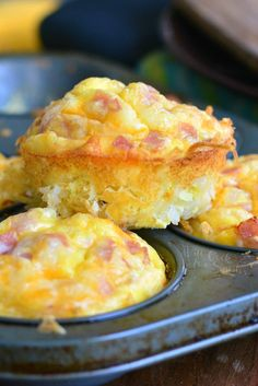 Ham Egg and Cheese Hash Brown Breakfast Muffins - Ham Egg and Cheese Hash Brown. Ham Egg and Cheese Hash Brown Breakfast Muffins – Ham Egg and Cheese Hash Brown Breakfast Muffin Breakfast Items, Breakfast Muffins, Breakfast Dishes, Breakfast Casserole, Breakfast Recipes, Egg Muffins, Breakfast Club, Overnight Oats, Casserole Recipes