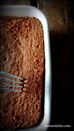 Tres Leches, σιμιγδάλι κι ινδοκάρυδο - mamatsita.com Tres Leches Cake, Food Network Recipes, Banana Bread, Tableware, Desserts, Tailgate Desserts, Recipes, Dinnerware, Postres