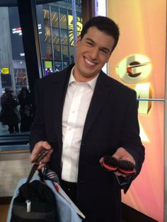 Caught red handed! Gio Benitez explains why he needs 2 hairbrushes to Amy Robach #TVHairProblems