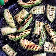 Ever tried to grill avocado or cucumber? You really should try it. The heat really boost some significant flavours. Just grill them a couple of minuts on each side. Serve for instance in a salad. #avocado #cucumber #grill #grilledavocado #grilledcucumber #instafood #grilledvegetables