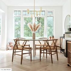 Pin on Home style inspiration Round Dining Table, Dining Chairs, Tiny Apartments, Modern Chairs, Cadiz, Lounges, New Homes, House Design, Style Inspiration