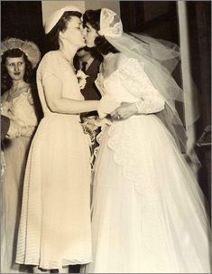 vintage everyday: Vintage LGBT Love – Old Snapshots of Lesbian Wedding in the… Lesbian Love, Vintage Lesbian, Lesbian Couples, Lgbt Wedding, Wedding Couples, Cute Couples, Wedding Kiss, 50s Wedding, Wedding Dresses