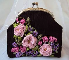Embroidery Purse, Hand Embroidery Stitches, Silk Ribbon Embroidery, Ribbon Art, Ribbon Rose, Potli Bags, Frame Bag, Crochet Purses, Cute Bags
