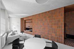 promotions-agrob-buchtal-interiors-residential-tiles_dezeen_2364_col_4.jpg 2,364×1,576픽셀