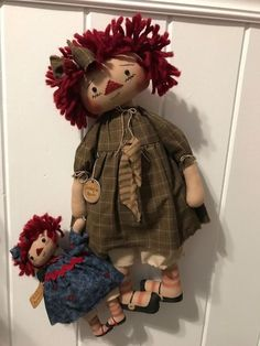 Details about Primitive Raggedy doll Folk Art Sit or Hang Collectible Decoration Primitive Doll Patterns, Primitive Folk Art, Country Primitive, Fabric Dolls, Rag Dolls, Anni Downs, Ann Doll, Raggedy Ann And Andy, Hello Dolly