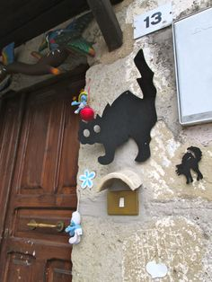 I mean it: cats everywhere. Look at these adorable Halloween decorations :) Medieval Town, Halloween Decorations, Cats, Italy, Travel, Romans, Gatos, Voyage, Trips