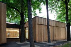 Image 6 of 31 from gallery of Kindergarten Guntramsdorf / goya. Photograph by Kurt Hoerbst Privacy Walls, Education Architecture, Kindergarten, Garage Doors, House Design, Gallery, Building, Outdoor Decor, Modern Homes