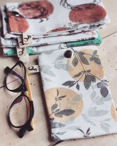 Textiles, Textile Prints, How To Dye Fabric, Fabric Art, Hand Printed Fabric, Fabric Stamping, Linen Bag, Glasses Case, Linocut Prints