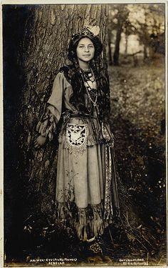 #haudenosauneeStyle #Seneca  Ah-Weh-Eyu (Pretty Flower), 1908.