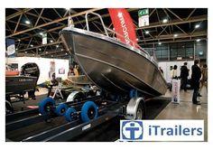 Op zoek naar een boottrailer welke u als gebruiker veel moeite uit handen neemt? Kies dan voor I-trailer, een intelligente trailer en een ware revolutie op het gebied van boottrailers. Geschikt voor diverse boottypes en verkrijgbaar bij TTH Watersport of via http://www.itrailers.nl/