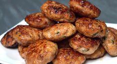Připravujete si soblibou vepřové nebo hovězí karbanátky a ty kuřecí jste ještě nevyzkoušeli? Pak máte nyní možnost. Inspirujte se jednoduchým a přeci skvělým receptem, díky kterému vykouzlíte dokonalé jídlo kobědu či večeři. Baked Potato, Potatoes, Baking, Ethnic Recipes, Massage, Potato, Bakken, Backen, Baked Potatoes