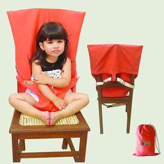 SillaBB Coral Viene en 6 colores  Adaptador de asiento para bebes, con formato de funda y sujetador, que se coloca sobre cualquier silla estándar para adultos. Posee una correa que sujeta el producto a la silla y otra que sujeta al bebe. Está recomendada para bebes a partir de los 6 meses de edad o desde que el niño se mantiene sentado por si mismo. El período de uso puede extenderse hasta los 24 o 32 meses de edad.
