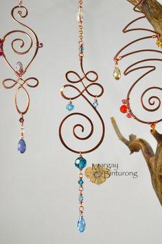 Tranquility mini Suncatcher, Unalome wire art Swarovski Crystal spiral flourish swirl Buddhist inspired window car rear view mirror gift ‼️ Note: I highly recommend U. buyers purchasing Signature Co Unalome, Old Jewelry, Jewelry Making, Jewellery, Geek Jewelry, Gothic Jewelry, Jewelry Bracelets, Fashion Jewelry, Carillons Diy