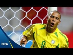 Three-time FIFA World Player of the Year, Brazil great Ronaldo talks exclusively about winning the Ballon d'Or, his pick for the 2012 prize and more. NOTE: interview is in Portuguese without subtitles. For the English-language subtitled version, go here:  http://www.youtube.com/watch?v=zLdHYk0AFyI    Classic football highlights and documentaries:  h...