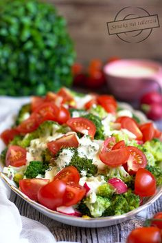 Sałatka brokułowa z rzodkiewką i jajkiem – Smaki na talerzu Caprese Salad, Cobb Salad, Polish Recipes, Vegetables, Curry, Food, Drink, Diet, Curries