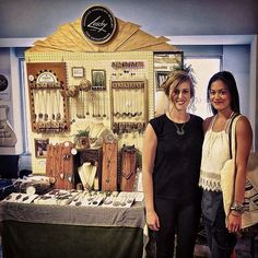 10 Craft Fair Booths that will Drop Jaws - Creative Income Jewelry Booth, Jewellery Display, Display Design, Display Ideas, Booth Ideas, Jewelry Store Design, Stitch Witchery, Craft Fair Displays, Accessories Display