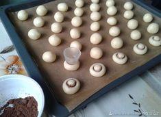 Ciastka jak pieczarki - przepis ze Smaker.pl Cake Cookies, Cupcake Cakes, Italian Cookies, My Dessert, Food Hacks, Cookie Decorating, Baked Goods, Sweet Recipes, Cookie Recipes